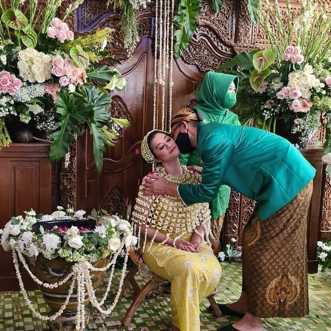 Acara Akad Nikah Eristia Putri & Dendy Iswara by D'soewarna Wedding Planning - 018