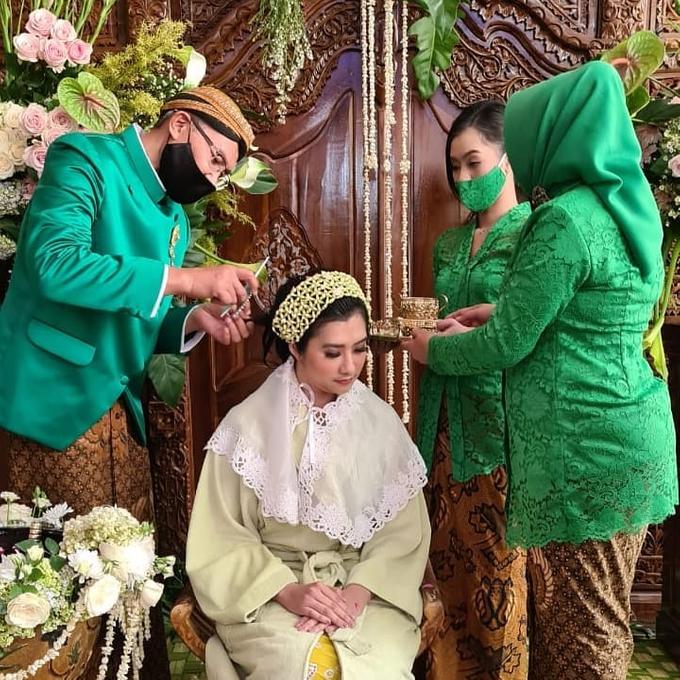 Acara Akad Nikah Eristia Putri & Dendy Iswara by D'soewarna Wedding Planning - 019