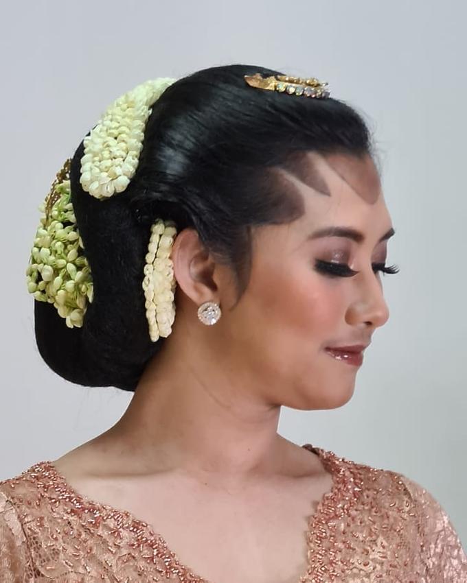 Acara Akad Nikah Eristia Putri & Dendy Iswara by D'soewarna Wedding Planning - 023