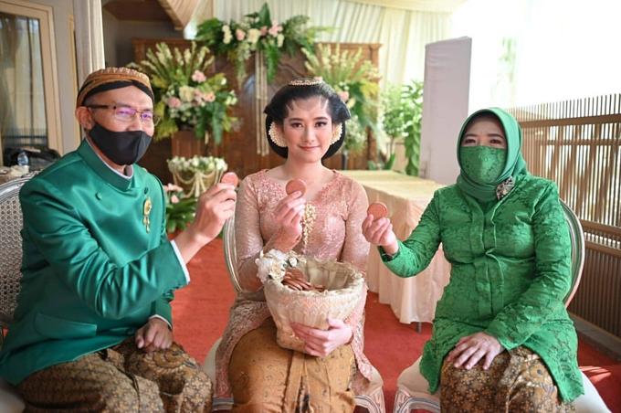 Acara Akad Nikah Eristia Putri & Dendy Iswara by D'soewarna Wedding Planning - 025