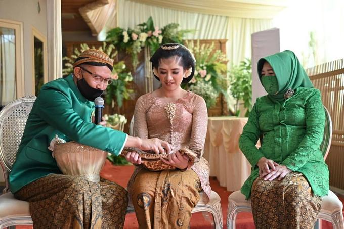 Acara Akad Nikah Eristia Putri & Dendy Iswara by D'soewarna Wedding Planning - 028
