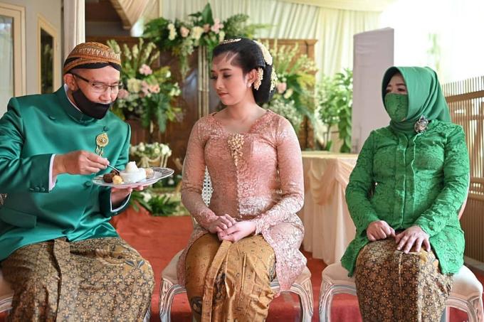 Acara Akad Nikah Eristia Putri & Dendy Iswara by D'soewarna Wedding Planning - 030