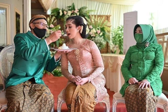 Acara Akad Nikah Eristia Putri & Dendy Iswara by D'soewarna Wedding Planning - 031