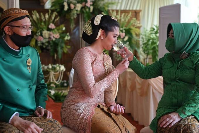 Acara Akad Nikah Eristia Putri & Dendy Iswara by D'soewarna Wedding Planning - 032