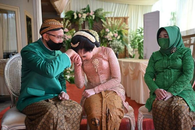 Acara Akad Nikah Eristia Putri & Dendy Iswara by D'soewarna Wedding Planning - 033