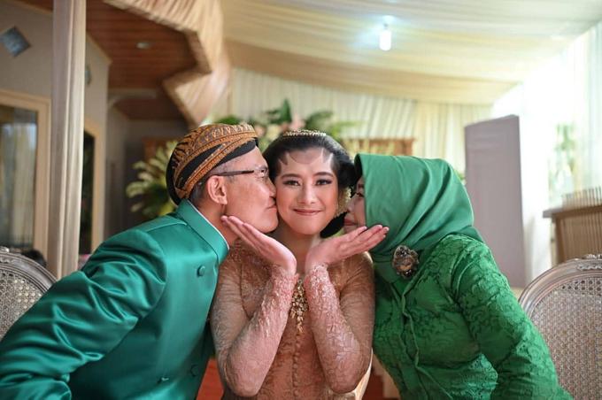 Acara Akad Nikah Eristia Putri & Dendy Iswara by D'soewarna Wedding Planning - 035