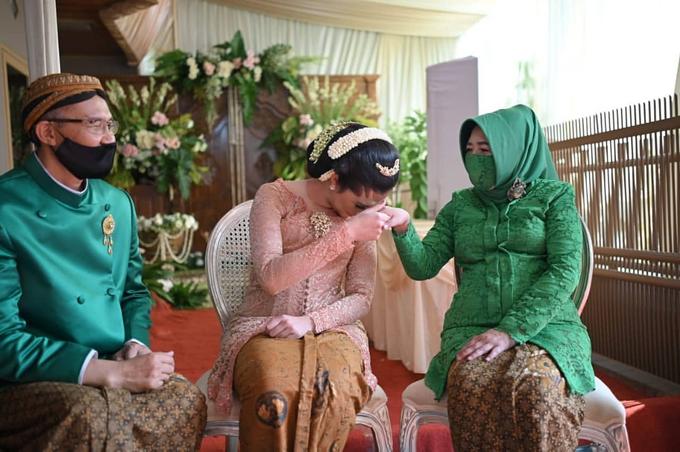Acara Akad Nikah Eristia Putri & Dendy Iswara by D'soewarna Wedding Planning - 034