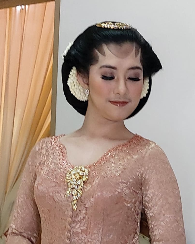 Acara Akad Nikah Eristia Putri & Dendy Iswara by D'soewarna Wedding Planning - 038