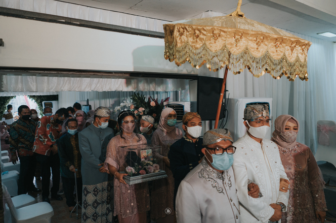 Acara Pernikahan Siti Ardiya Sakinah Salim & Sugiherlambang by D'soewarna Wedding Planning - 007