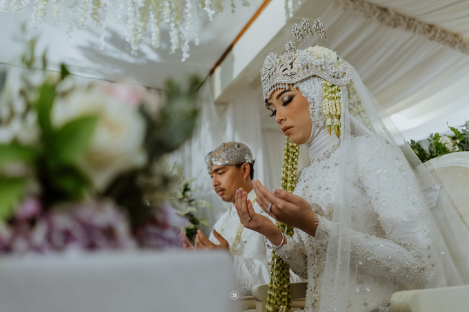 Acara Pernikahan Siti Ardiya Sakinah Salim & Sugiherlambang by D'soewarna Wedding Planning - 009