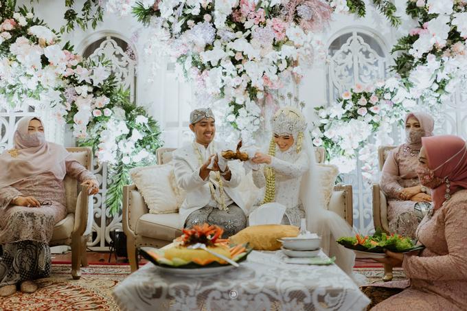 Acara Pernikahan Siti Ardiya Sakinah Salim & Sugiherlambang by D'soewarna Wedding Planning - 013