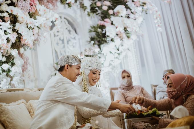 Acara Pernikahan Siti Ardiya Sakinah Salim & Sugiherlambang by D'soewarna Wedding Planning - 026