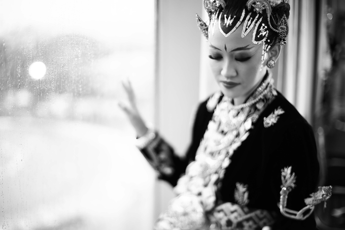 Intimate Wedding Acara Pernikahan Roni Denisa  by Ambar Paes Traditional Wedding Make Up - 001
