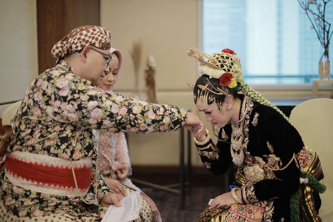 Intimate Wedding Acara Pernikahan Roni Denisa  by Ambar Paes Traditional Wedding Make Up - 003