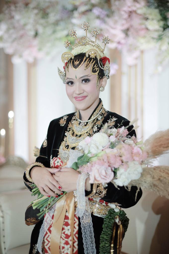 Intimate Wedding Acara Pernikahan Roni Denisa  by Ambar Paes Traditional Wedding Make Up - 004