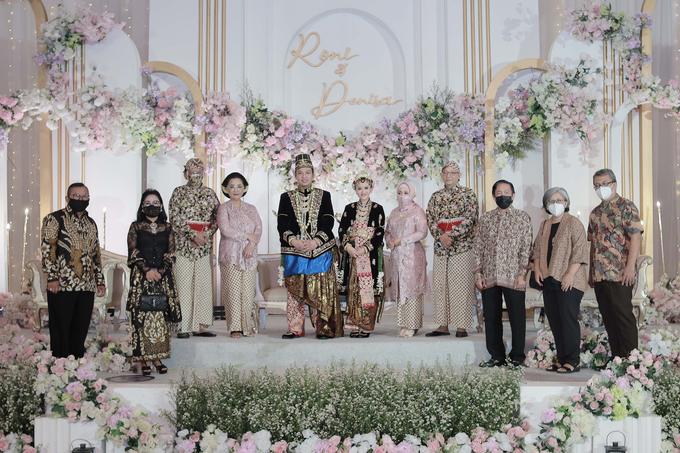 Intimate Wedding Acara Pernikahan Roni Denisa  by Ambar Paes Traditional Wedding Make Up - 002