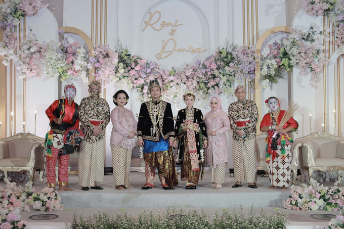 Intimate Wedding Acara Pernikahan Roni Denisa  by Ambar Paes Traditional Wedding Make Up - 006