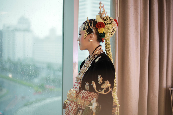 Intimate Wedding Acara Pernikahan Roni Denisa  by Ambar Paes Traditional Wedding Make Up - 007