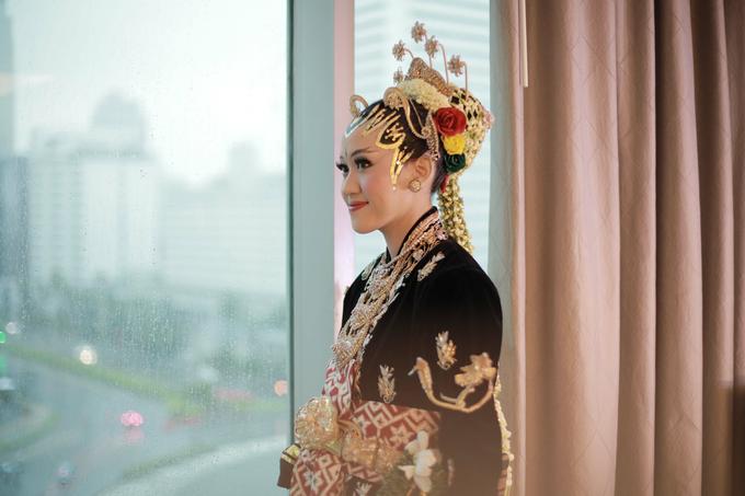 Intimate Wedding Acara Pernikahan Roni Denisa  by Ambar Paes Traditional Wedding Make Up - 008
