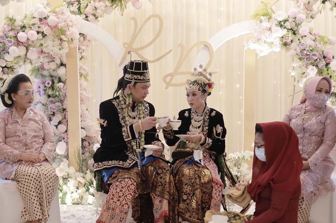 Intimate Wedding Acara Pernikahan Roni Denisa  by Ambar Paes Traditional Wedding Make Up - 015