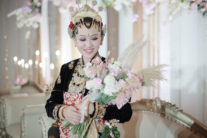 Intimate Wedding Acara Pernikahan Roni Denisa  by Ambar Paes Traditional Wedding Make Up - 016