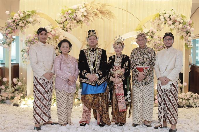 Intimate Wedding Acara Pernikahan Roni Denisa  by Ambar Paes Traditional Wedding Make Up - 018