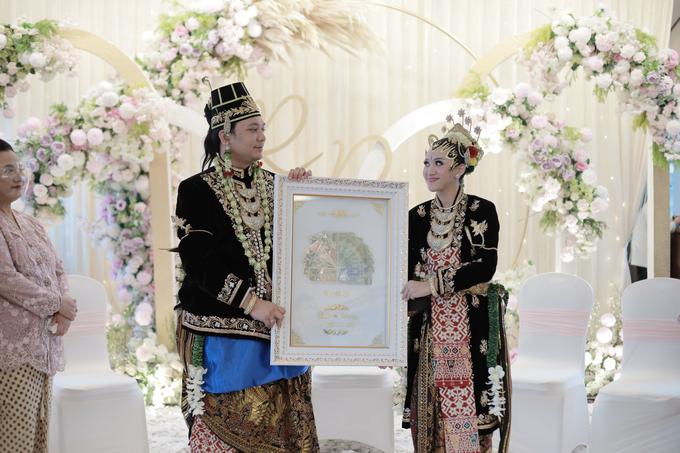 Intimate Wedding Acara Pernikahan Roni Denisa  by Ambar Paes Traditional Wedding Make Up - 022