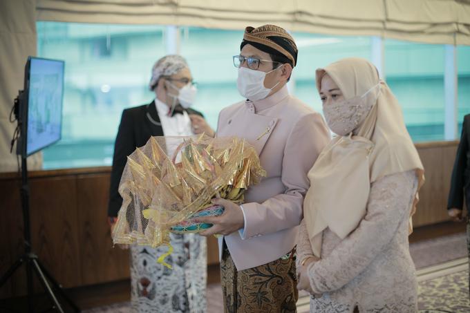 Intimate Wedding Acara Pernikahan Roni Denisa  by Ambar Paes Traditional Wedding Make Up - 023