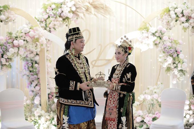 Intimate Wedding Acara Pernikahan Roni Denisa  by Ambar Paes Traditional Wedding Make Up - 024
