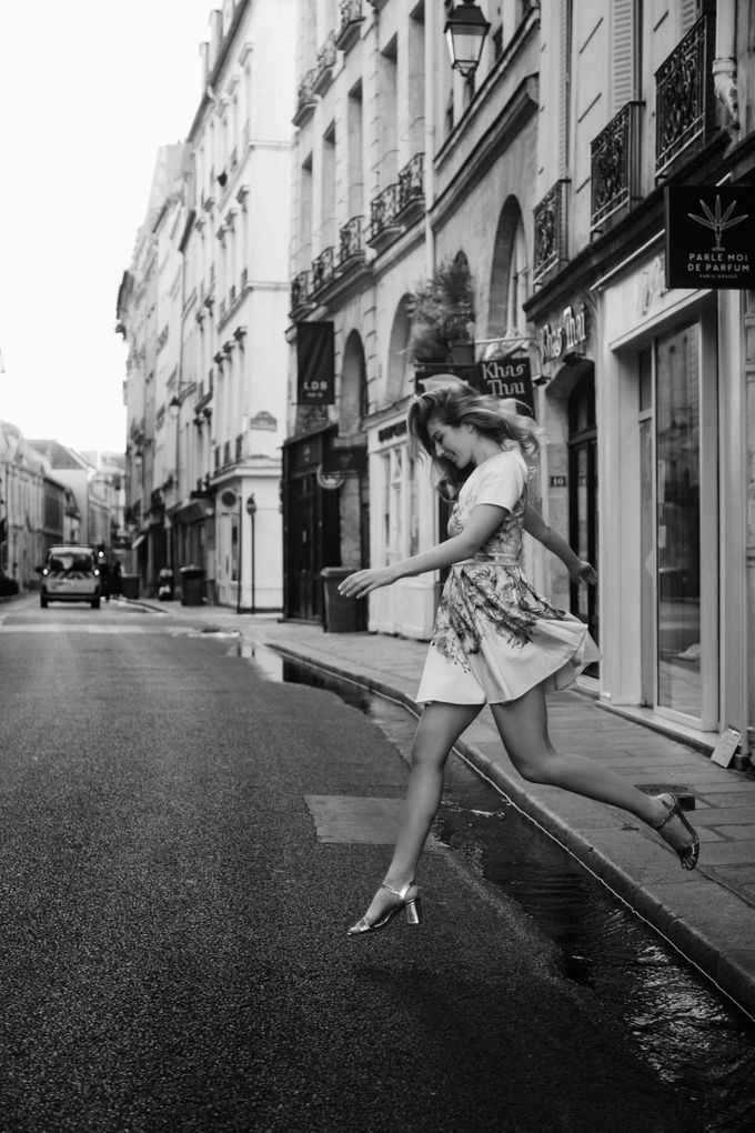 Engagement Photoshoot In Paris by Février Photography   Paris Photographer - 005