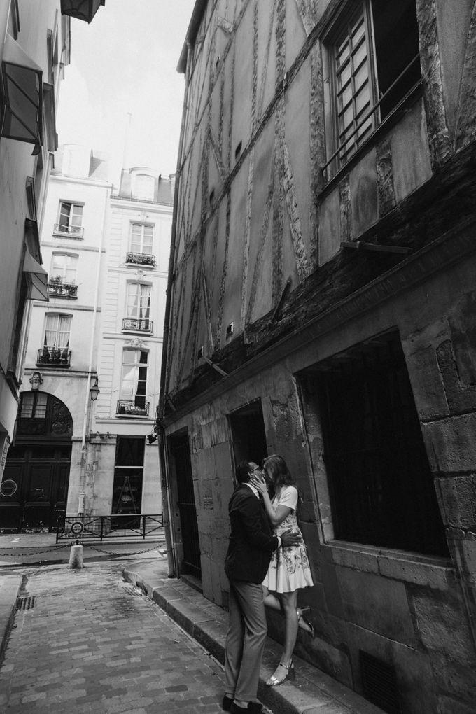 Engagement Photoshoot In Paris by Février Photography   Paris Photographer - 010