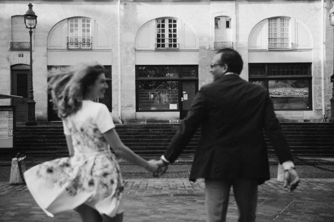 Engagement Photoshoot In Paris by Février Photography   Paris Photographer - 011