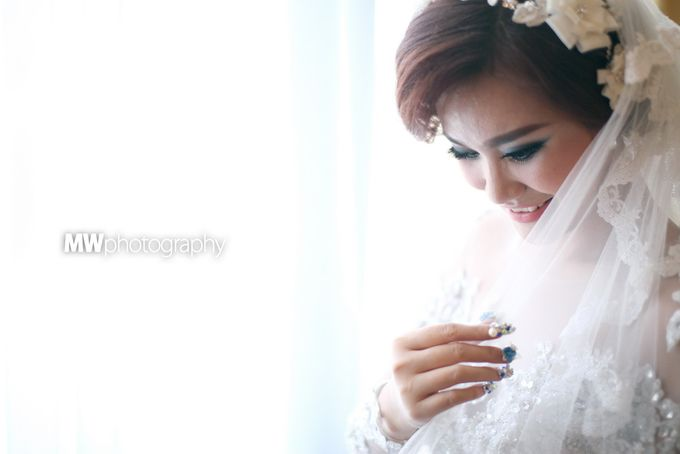 Beautiful Wedding at Mercure Hotel Surabaya by Five Stars Wedding Organizer by GOTAN Dance Project - 006