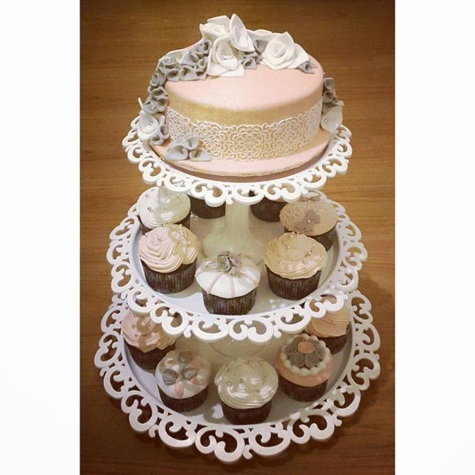 Wedding Cakes and Cupcakes by Rolling Pin Sugar Art - 001