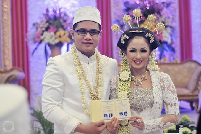 The Wedding of Sally + Rizky by The Move Up Portraiture - 025