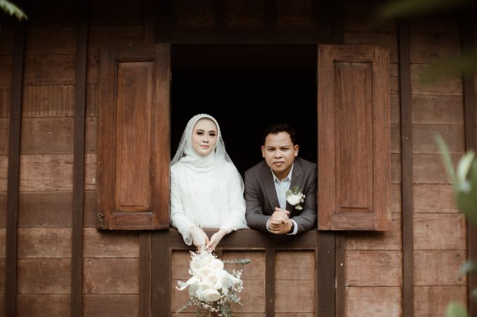 The Wedding of Putri & Adi di Pendopo Uti by Decor Everywhere - 012