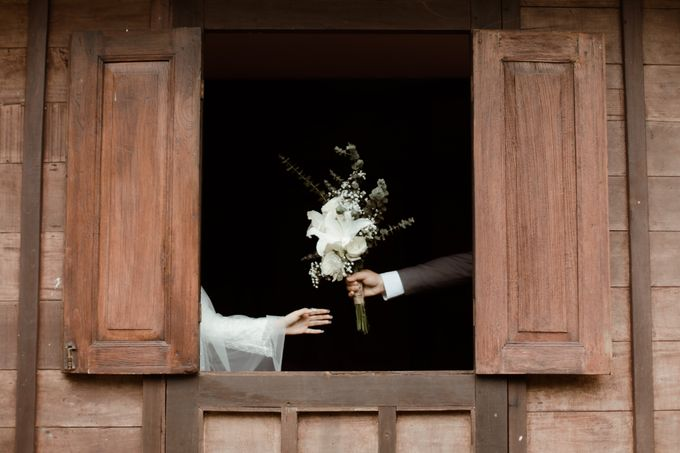 The Wedding of Putri & Adi di Pendopo Uti by Decor Everywhere - 011