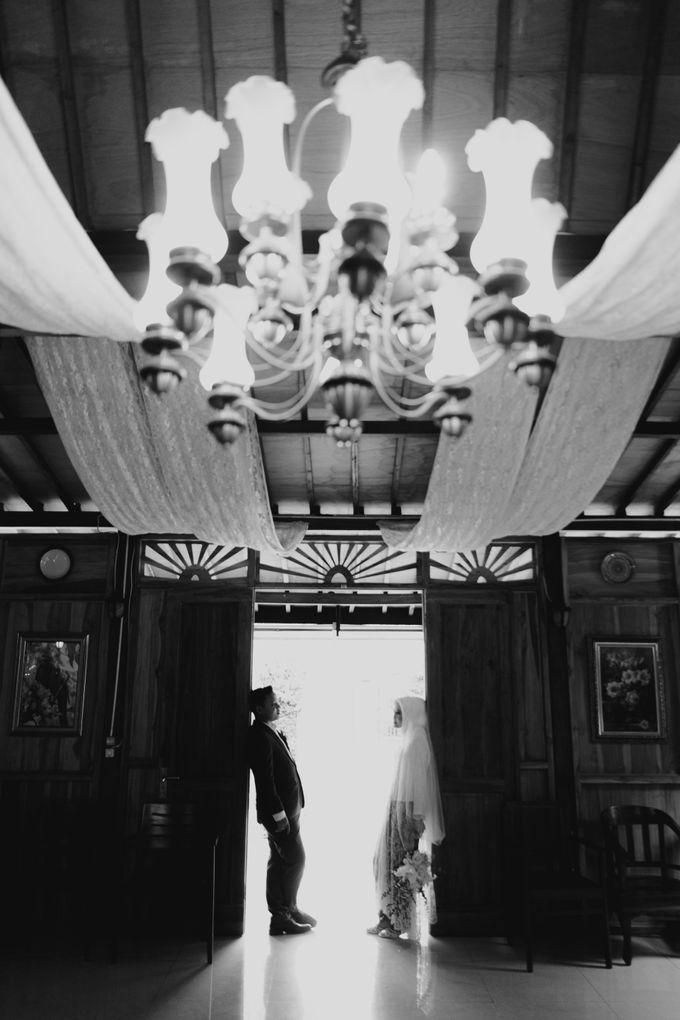 The Wedding of Putri & Adi di Pendopo Uti by Decor Everywhere - 002