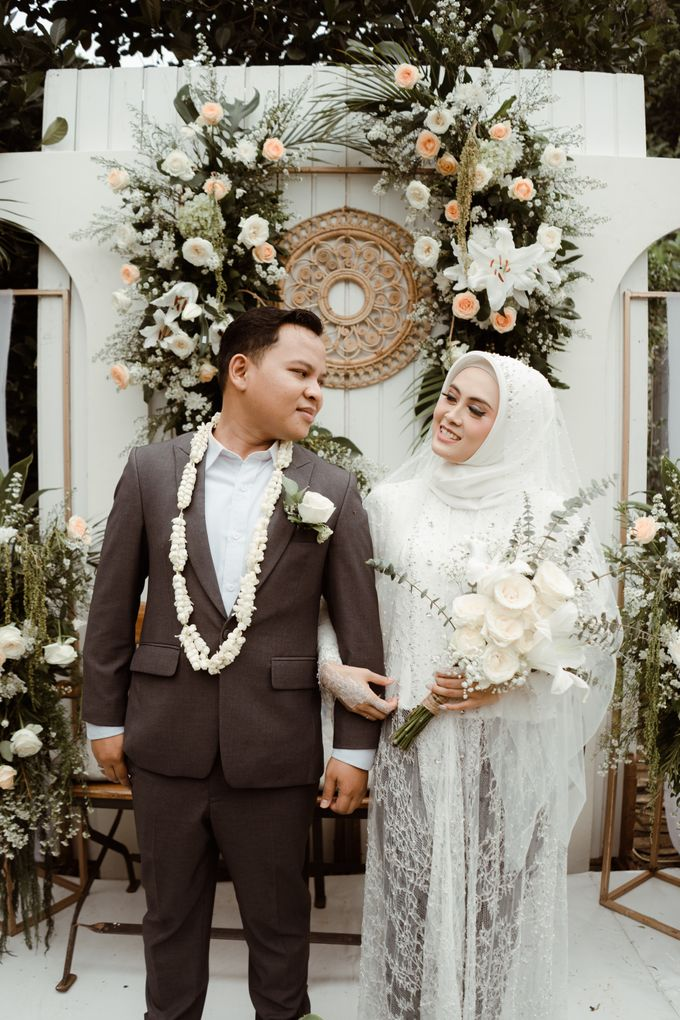 The Wedding of Putri & Adi di Pendopo Uti by Decor Everywhere - 013