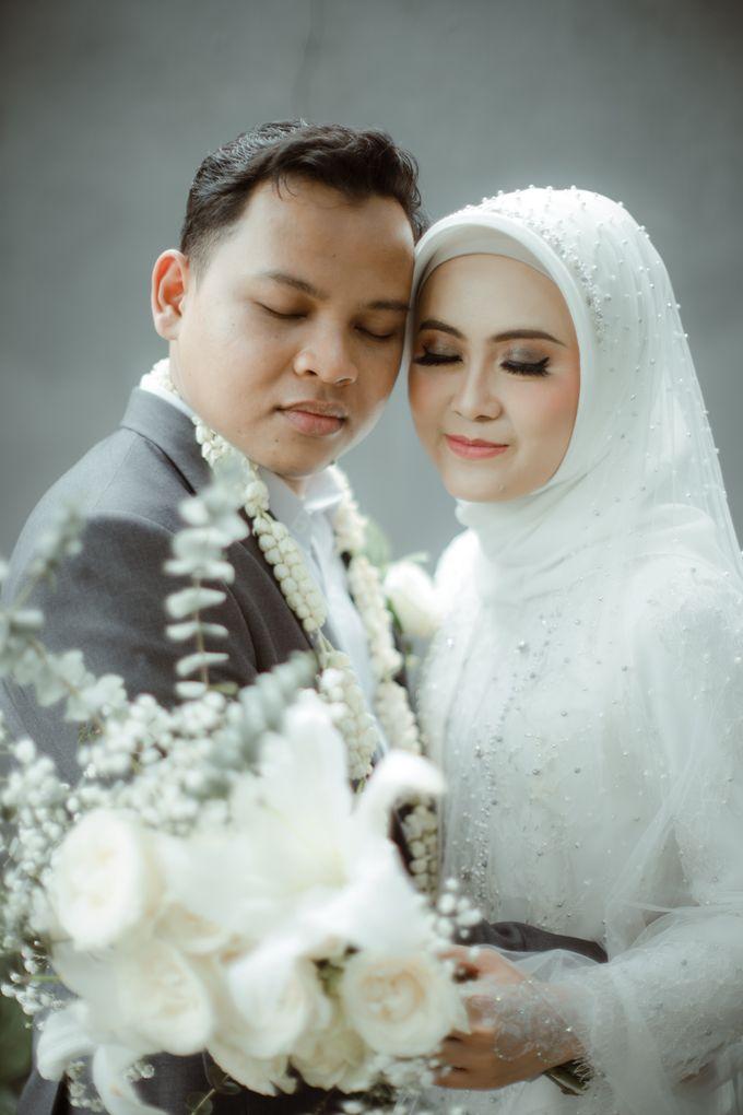 The Wedding of Putri & Adi di Pendopo Uti by Decor Everywhere - 010