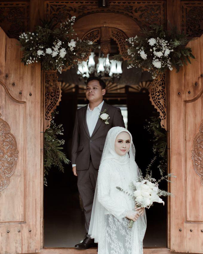 The Wedding of Putri & Adi di Pendopo Uti by Decor Everywhere - 015