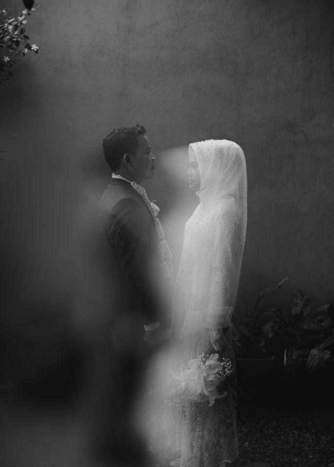 The Wedding of Putri & Adi di Pendopo Uti by Decor Everywhere - 016
