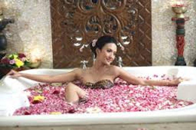 A Romantic Wedding Package by Taman Sari Royal Heritage Spa Mustika Ratu - 003