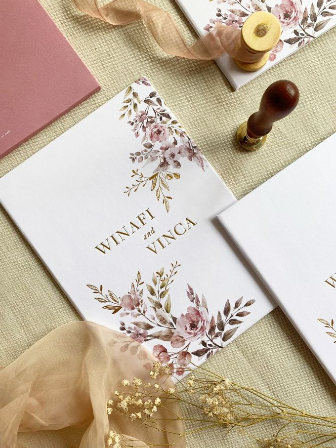 Modern Floral by Trouvaille Invitation - 004