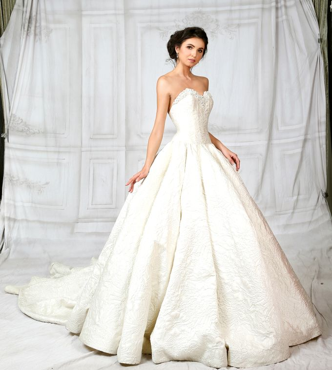 Bridal Gown Vol 02 by Hengki Kawilarang Couture - 005