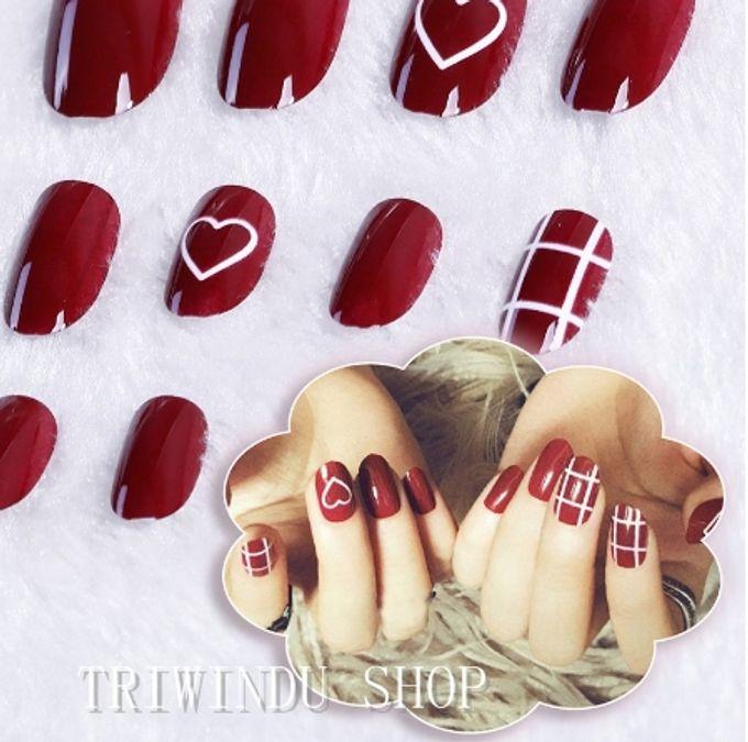 nail art- 24 pcs kuku palsu dengan warna merah merona dengan hiasan love love by Triwindu shop - 001