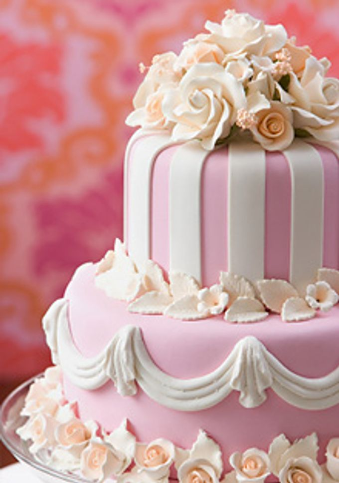 2 Tiers Wedding Cake With Pink Decoration By The Chocolate Land