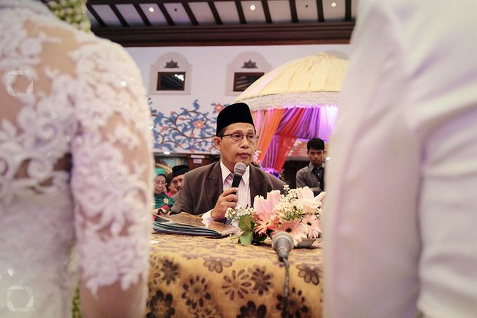 The Wedding of Sally + Rizky by The Move Up Portraiture - 048
