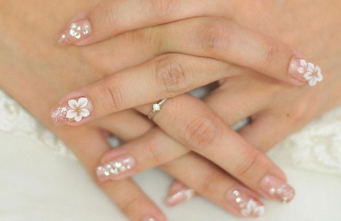 Elegant wedding nails by Malvé - 002