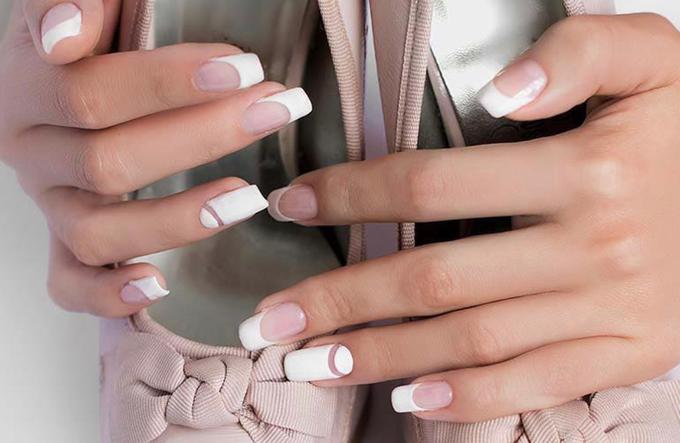 Elegant wedding nails by Malvé - 001